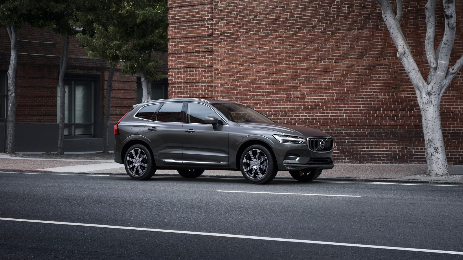 4_The new Volvo XC60 T6 Inscription in Pine Grey